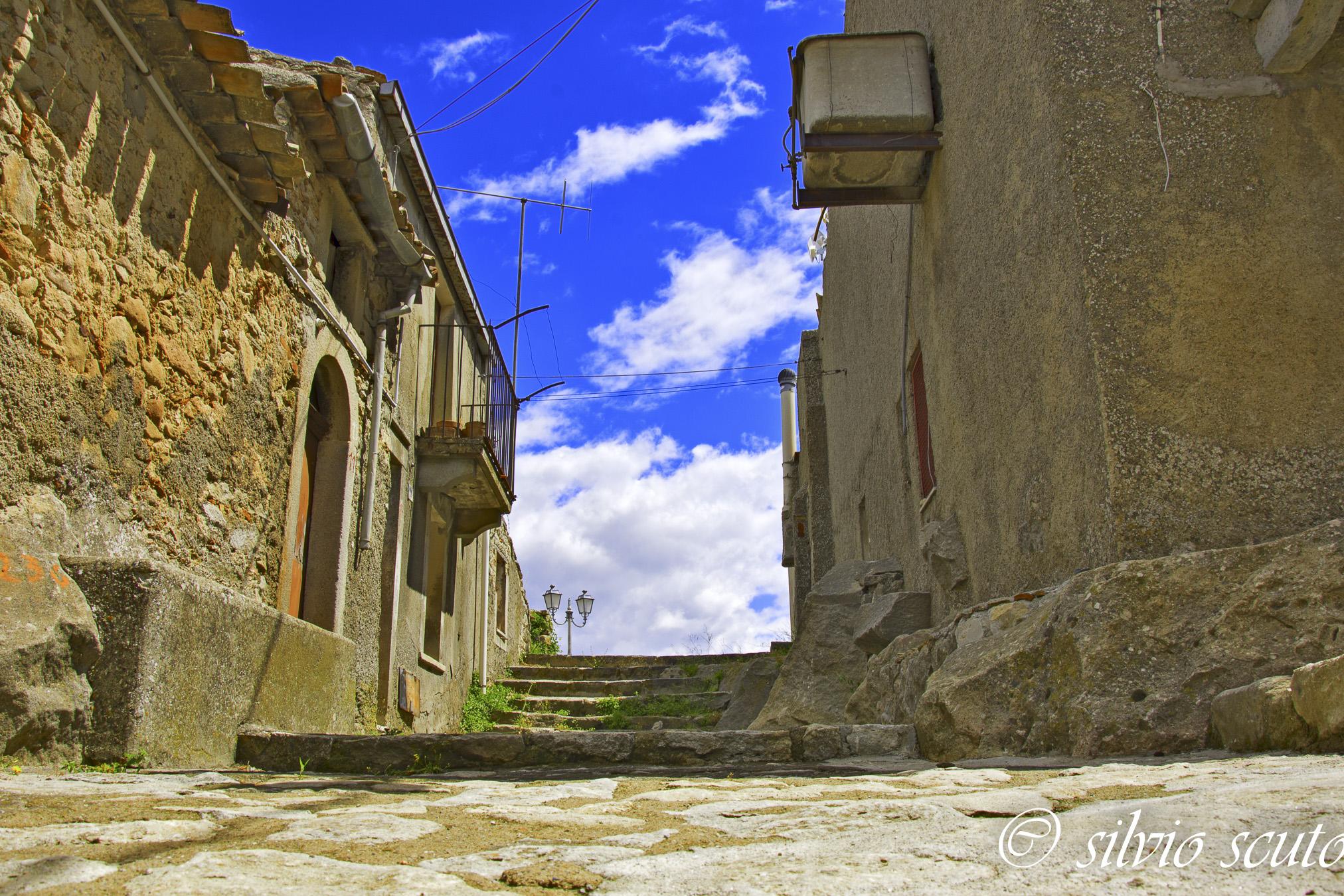 Nei vicoli di Montalbano Elicona antica
